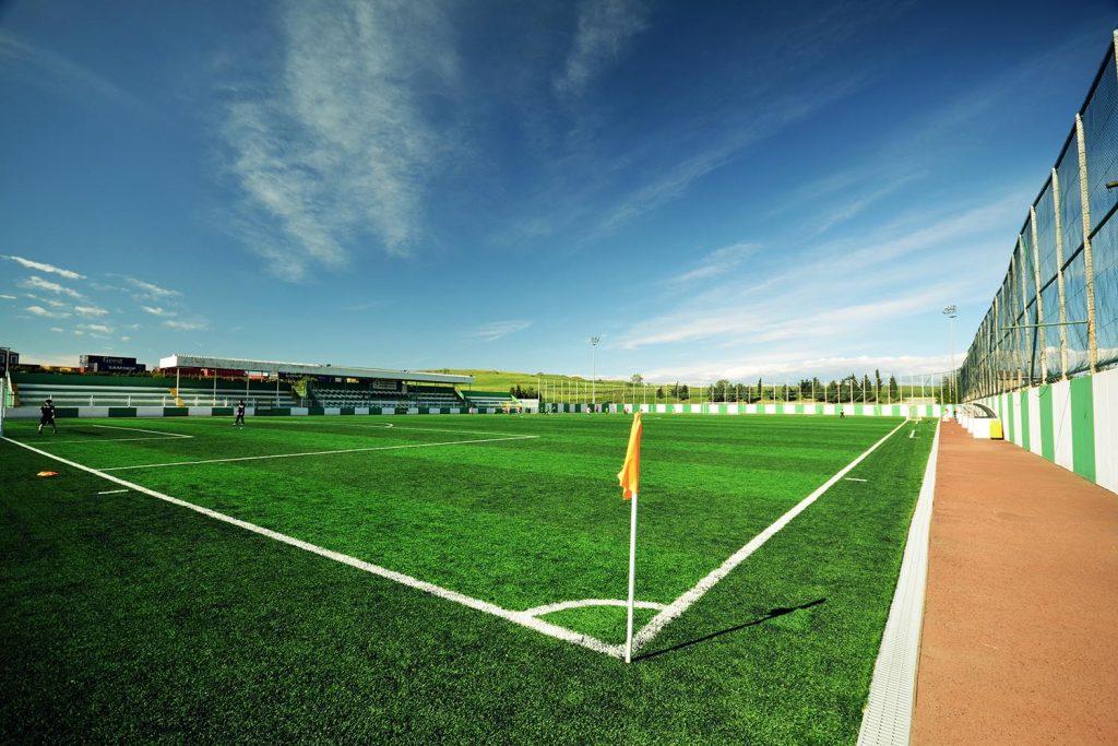 futbol sahalarinda suni cim uygulamalari